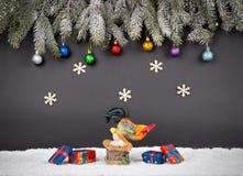 Weihnachts- oder des neuen Jahresdekorationshintergrund: Pelzbaumniederlassungen, Lizenzfreies Stockfoto