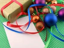Weihnachts- und des neuen Jahresdekoration, Flitter und Geschenke Stockfotografie