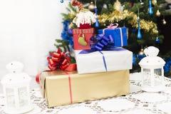 Weihnachts- und des neuen Jahresgeschenke Stockfotografie