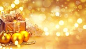Weihnachts- und des neuen Jahresgoldene Dekorationen Winterurlaubkunstdesign stockfoto
