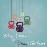 Weihnachts- und des neuen Jahresgrußkarte mit kettlebells stockbild