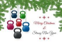 Weihnachts- und des neuen Jahresgrußkarte mit kettlebells und Kiefer verzweigt sich stockbilder