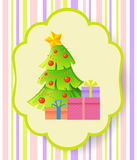 Weihnachts- und des neuen Jahresgrußkarte mit Weihnachtsbaum und Geschenken Lizenzfreies Stockfoto