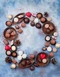 Weihnachts- und des neuen Jahreshintergrund Mischung der Schokolade Lizenzfreie Stockfotos