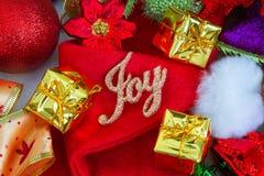 Weihnachts- und des neuen Jahreshintergrund mit Dekorationen Lizenzfreie Stockfotografie