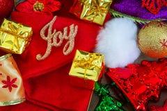 Weihnachts- und des neuen Jahreshintergrund mit Dekorationen Stockbilder