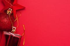Weihnachts- und des neuen Jahresroter Dekorationssatz Lizenzfreie Stockfotografie