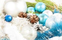 Weihnachts- und des neuen Jahreszusammensetzung mit Tannenbaumast, beautif lizenzfreies stockfoto