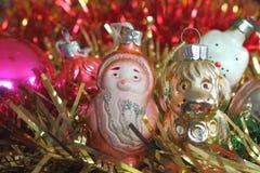 Weihnachts- und guten Rutsch ins Neue Jahr-Lametta mit Sankt und Hund Stockfotografie