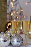 Weihnachtsabendessen mit weißem Wein Stockbild