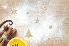 Weihnachtsabstrakter Nahrungsmittelhintergrund auf Schneidebrett stockfotos