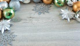 Weihnachtsbälle auf dem Weihnachtsbaum Lizenzfreie Stockfotografie