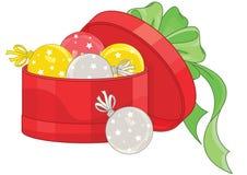 Weihnachtsbälle im roten Kasten Stockfotos