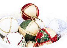 Weihnachtsbälle mit Beschaffenheiten Stockfotos