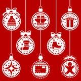 Weihnachtsbälle rotes BG Stockbilder