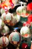 Weihnachtsbälle und -dekorationen Stockfoto