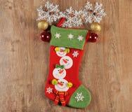 Weihnachtsbälle und -stiefel Stockfotos