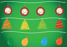 Weihnachtsbälle, Weihnachtsbaum und Ballone Lizenzfreie Stockbilder