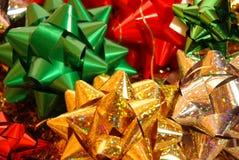 Weihnachtsbögen auf weißem Hintergrund Stockfoto