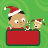 WeihnachtsBaby- und -hundeholdingzeichen Lizenzfreie Stockfotografie