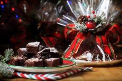 Weihnachtsbackwarengeschenk eingewickelt Lizenzfreie Stockfotos