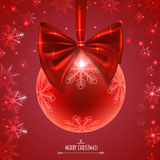 Weihnachtsball mit einem roten Bogen Stockfoto