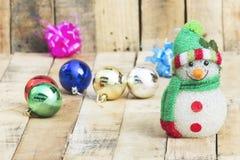 Weihnachtsball mit einem Schneemann Stockbilder