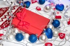 Weihnachtsballdekorationsstrumpf und -spielwaren Lizenzfreie Stockfotografie