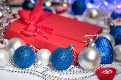 Weihnachtsballdekorationsstrumpf und -spielwaren Stockbilder