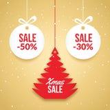 Weihnachtsballverkauf Roter Aufkleber Feiertagskartenschablone des neuen Jahres Shopmarkt-Plakatdesign mit Weihnachtsbaum Lizenzfreie Stockfotos