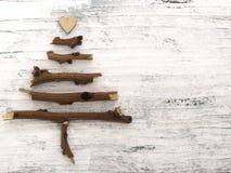 Weihnachtsbaum auf dem weißen Hintergrund Stockfotografie