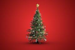 Weihnachtsbaum auf rotem Hintergrund Stockbild