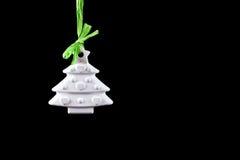 Weihnachtsbaum auf schwarzem Hintergrund Stockbilder