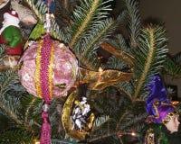 Weihnachtsbaum-Dekor auf Douglas Fir lizenzfreie stockbilder