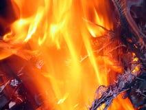 Weihnachtsbaum in den Flammen Lizenzfreie Stockfotografie