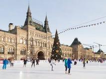 Weihnachtsbaum an der Eisbahn Lizenzfreies Stockbild