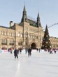 Weihnachtsbaum an der Eisbahn, Moskau Stockbild