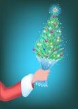 Weihnachtsbaum in der Hand von Santa Claus Stockbild
