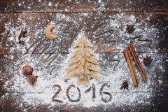 Weihnachtsbaum, der rustikalen Hintergrund backt Lizenzfreies Stockbild