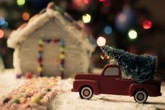Weihnachtsbaum für das Lebkuchenhaus Stockbilder