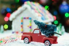 Weihnachtsbaum für das Lebkuchenhaus Stockfotos