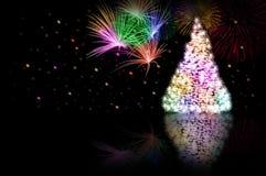 Weihnachtsbaum - Farbe - und Feuerwerke lizenzfreie stockfotografie