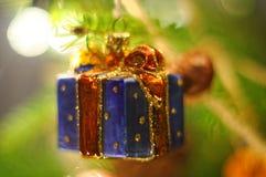 Weihnachtsbaum-Flittergeschenkdekoration Lizenzfreie Stockfotografie