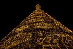 Weihnachtsbaum gebildet von den Leuchten Stockfoto