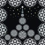 Weihnachtsbaum gebildet von den Schneeflocken Stockfotografie