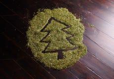 Weihnachtsbaum gebildet von den Tannennadeln Lizenzfreie Stockfotos