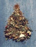 Weihnachtsbaum gemacht aus Gewürzen heraus Lizenzfreies Stockbild