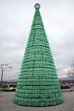 Weihnachtsbaum gemacht von den Plastikflaschen, Einführung in Zagreb 2015 Lizenzfreie Stockbilder