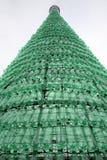 Weihnachtsbaum gemacht von den Plastikflaschen, Spitze, Einführung in Zagreb 2015 Stockfotos