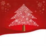 Weihnachtsbaum gemacht von den schönen Schneeflocken auf rotem Hintergrund stockbild